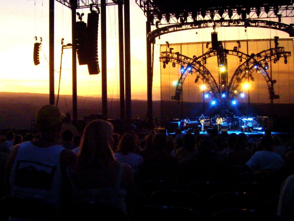 The sun was setting during the whole set. I just matched the colors on stage and watched the natural light show.
